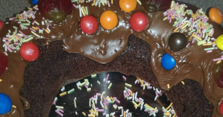Christmas is coming! – A Chocolate Sweetie Ring Cake Recipe.